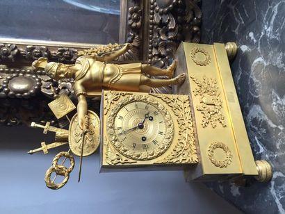 Pendule en bronze ciselé doré présentant...