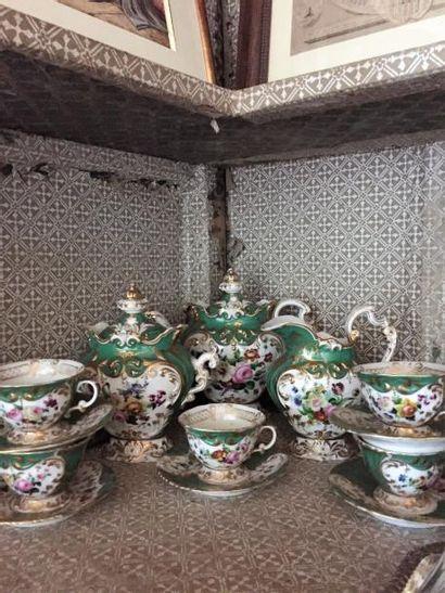 Service à café en porcelaine de Paris comprenant...