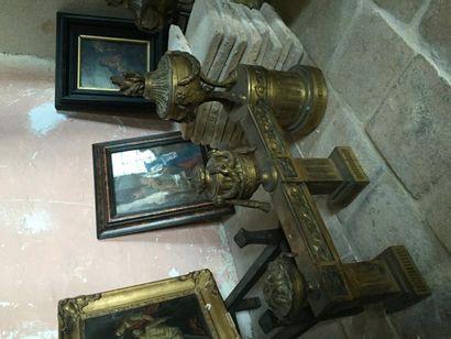 Paire de chenets en bronze doré orné de pots...