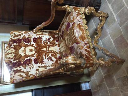 Importante paire de fauteuils de Palais garnis...