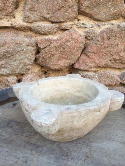 Un mortier en pierre