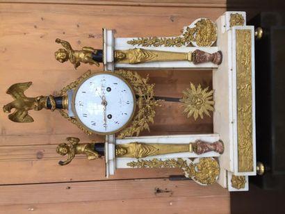 Importante pendule portique en bronze ciselé...