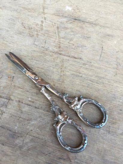Un ciseau à raisins, métal argenté