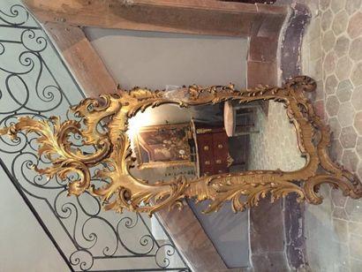 Grand miroir en bois sculpté, ajouré doré...
