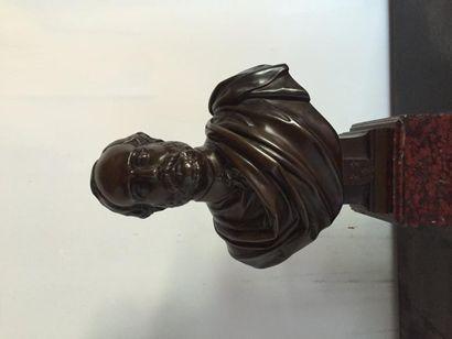 Jean Louis VERAY (1820-1920) le Comte de Chambord, buste en bronze patiné sur socle...
