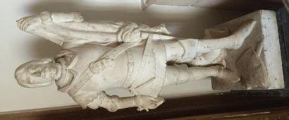 Guerrier en marbre sculpté portant un étendard inscrit «ROMANOE - EOCLESIOE» entre...