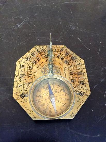 Cadran solaire en laiton gravé, signé «C. Langlois à Paris».  XVIIIème siècle....