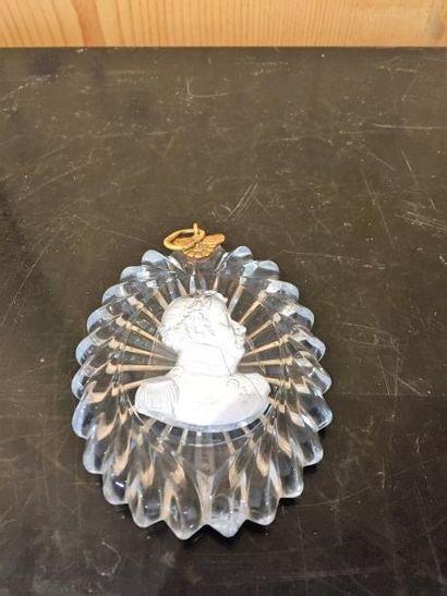 Médaillon en sulfure représentant un maréchal?, attache en bronze doré.  XIXème...