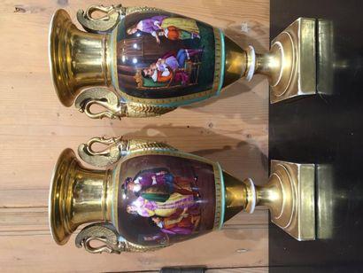 Paire de vases balustre, en porcelaine (Paris)...