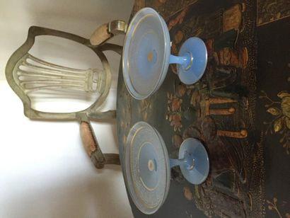 Paire de baguiers en opaline bleu, décor...