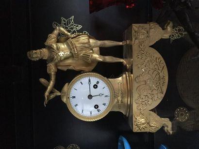 Pendule en bronze doré représentant le Roi...