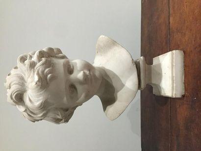 Ecole française, Tête d'enfant en marbre...
