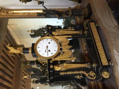 Grande pendule portique en marbre noir et...