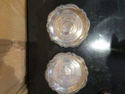 Deux dessous de bouteilles à contours et...