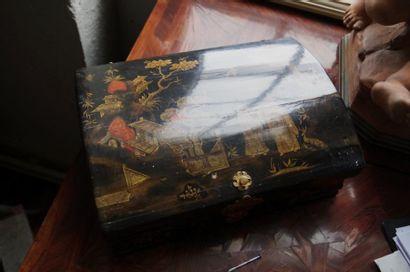 Belle boîte à perruque en bois laqué à la...