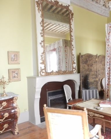 Grand miroir de boiserie en bois sculpté...