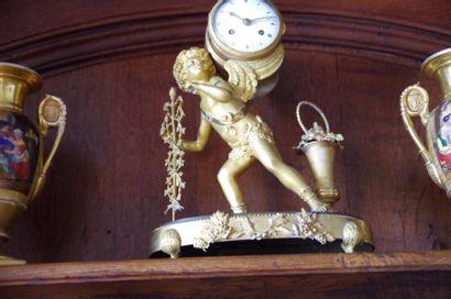 Pendule en bronze ciselé et doré, Bacchus...