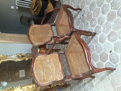 Quatre fauteuils à fond de canne.  Vallée...