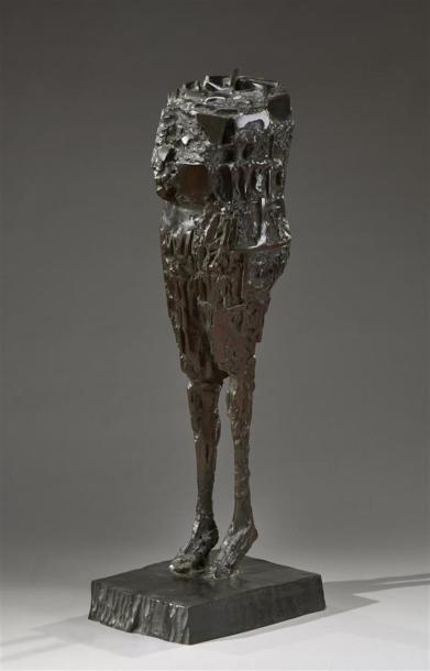 César (1921-1998) Buste aux jambes fines,...