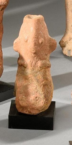 Lot de deux effigies Bankoni (?), Mali Terre-cuite à engobe clair H. 11 cm et 14...