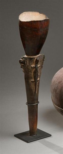 Coupe Pende (?), République Démocratique du Congo Bois à patine brune nuancée rouge...