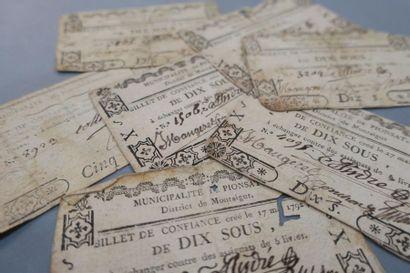 BILLETS DE CONFIANCE. 7 pièces. Défauts (trous...