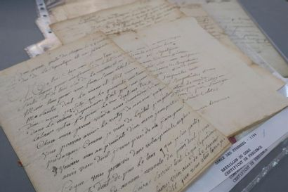 ARMÉE DE PYRÉNÉES. 13 documents, la plupart...