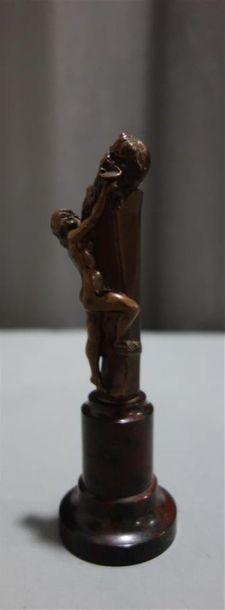Offrande au faune, statuette en bronze à...