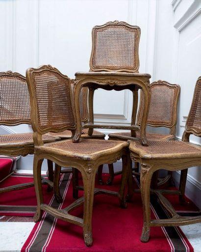 Suite de six chaises à la reine à fond de...