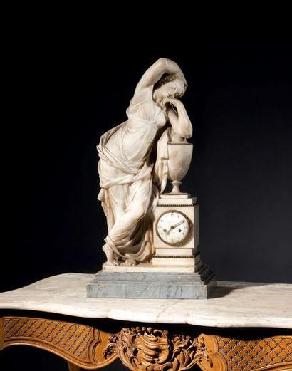 Pendule en marbre blanc de Carrare représentant...