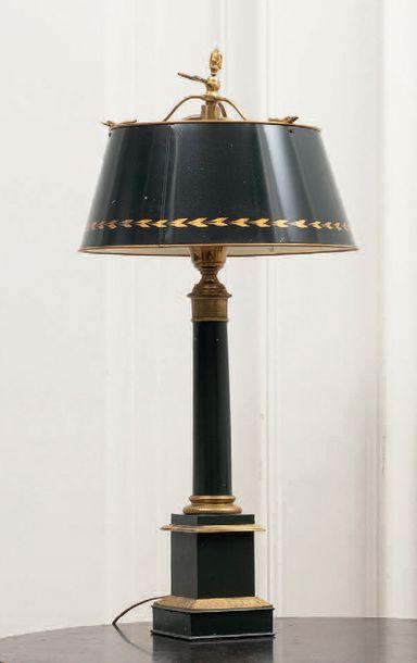 Paire de lampes de type Carcel en tôle relaquée...