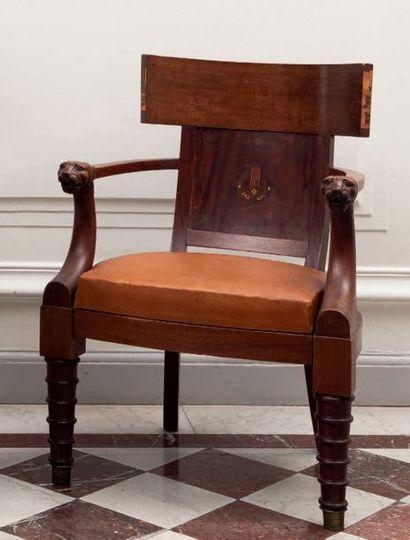 Important fauteuil de bureau en acajou et...