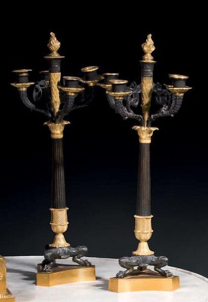 Paire de candélabres à cinq bras de lumières...