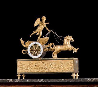 Pendule en bronze ciselé doré. Modèle «au...