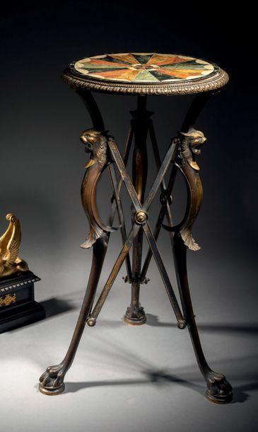 Guéridon néo-pompéien en bronze ciselé, patiné...