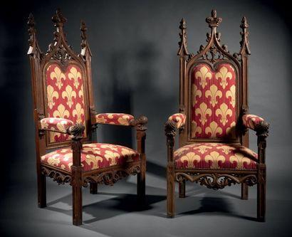 Paire de fauteuils dits «troubadour» en chêne...