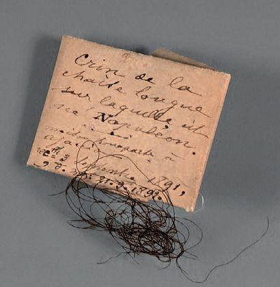 Souvenir de la Maison Bonaparte Brin de crin. Papier plié à l'ancienne, avec inscription...