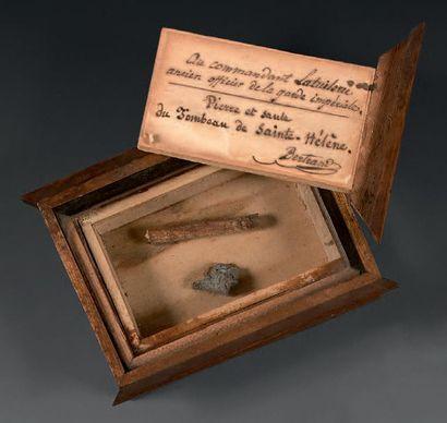 Petite boîte en bois rectangulaire, à couvercle...