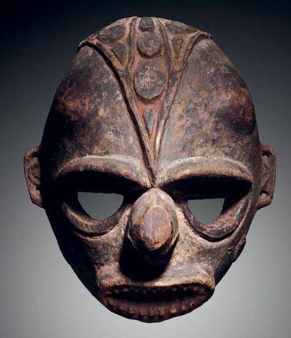 ? Masque de la Yuat River, population Biwat,...