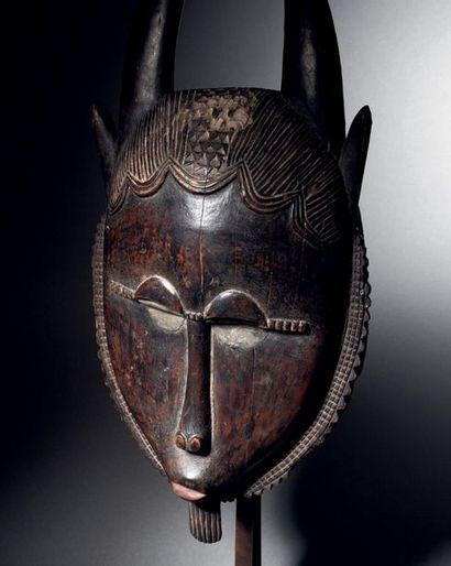 ? Masque Yaouré-Baoulé, Lo, Côte d'Ivoire Bois à patine brune et métal H. 45,7 cm...