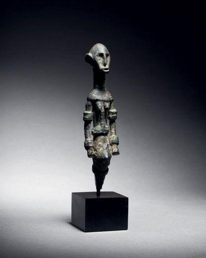 ? Figure féminine, Dogon ou Delta du Niger...