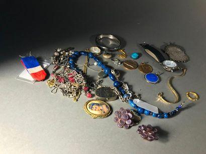 Petit lot de Bijoux et pierres précieuses...