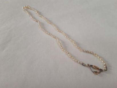Collier de perles en chute Poids brut: 9...