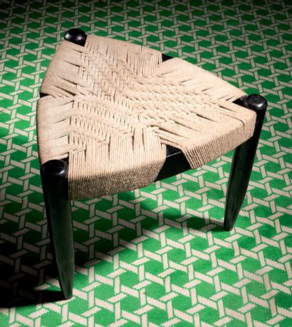 David HICKS - FRANCE Important white weaving carpet on a green background (small...