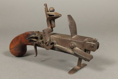 Briquet-pistolet de table à silex en fer...
