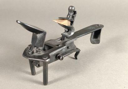 Briquet pistolet de table à silex en métal...