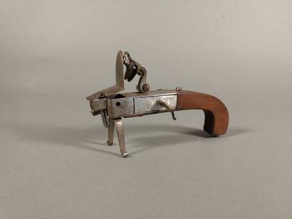 Briquet-pistolet de table à silex et à coffre...