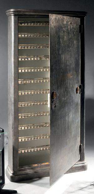 Coffre à clefs en acier à corps quadrangulaire...