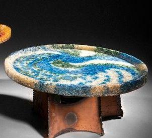 ACCOLAY Table basse éclairante à piètement en cuivre découpé et plateau circulaire...