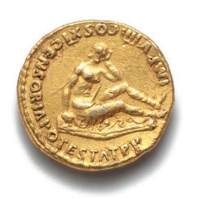 DOMITIEN (81-96) Auréus. Rome (85). 7,32 g. Son buste lauré à droite avec l'égide....